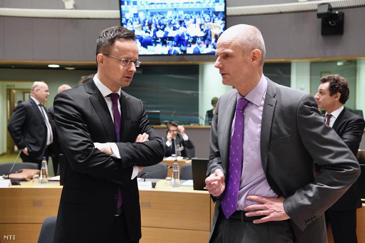 Szijjártó Péter külgazdasági és külügyminiszter és Stef Blok holland külügyminiszter az Európai Unió Külügyminiszteri Tanácsának brüsszeli ülésén 2019. március 18-án.