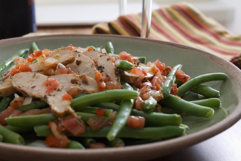 Fűszeres csirke zöldbabbal, házi paradicsomos szósszal: ebből kétszer fogsz szedni