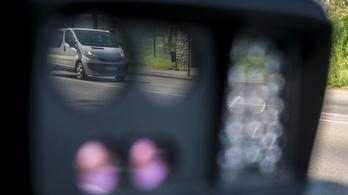 Életmentő-e a traffipax, veszélyesek-e az öreg autók?