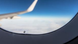 Miért van az a kis lyuk a repülők ablakán?