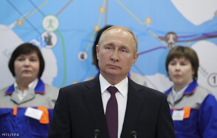 Vlagyimir Putyin orosz elnök a Balaklavszkaja új hőerőmű avatóünnepségén a krími Szevasztopolban 2019. március 18-án.