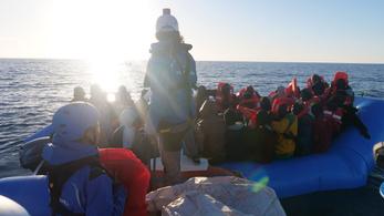 Megint nem engednek kikötni egy menekülthajót az olaszok
