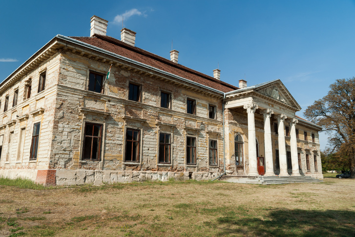 A Cziráki-kastély Lovasberényben. A kép még 2011-ben készült, és azóta sem lett jobb az állapota