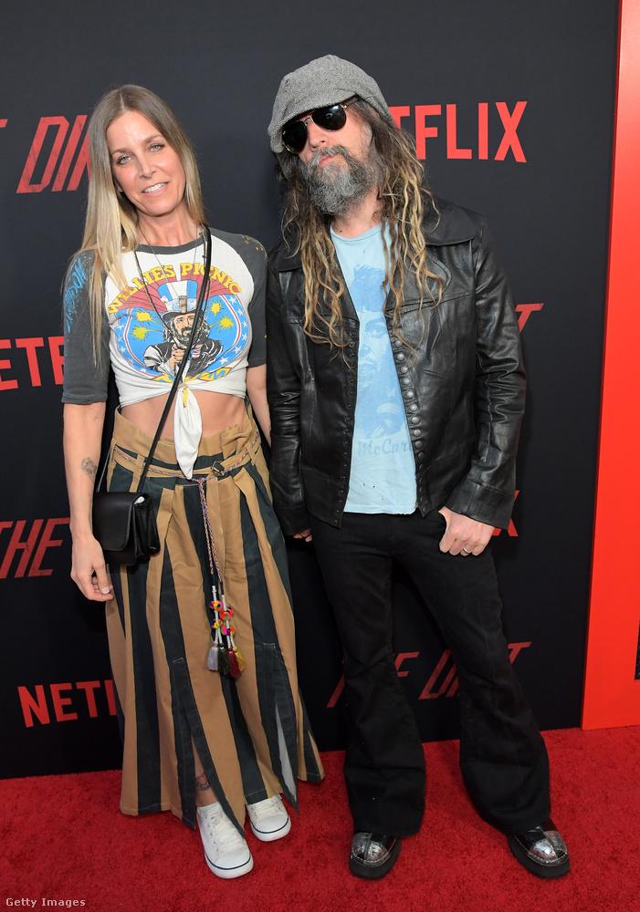 Az ő neve Rob Zombie, szintén nem Mötley Crüe-tag, de azért ő is hardrocker természetesen, és az ő felesége is felvette a férj művésznevét, ezért a képen látható hölgyet úgy hívják, hogy Sheri Moon Zombie