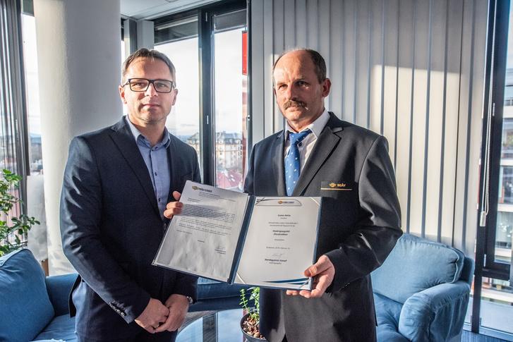 Kerékgyártó József a MÁV-START vezérigazgatója, és Szabó Attila vezető jegyvizsgáló