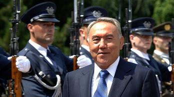 Lemondott Közép-Ázsia Kádár Jánosa, a kazah elnök
