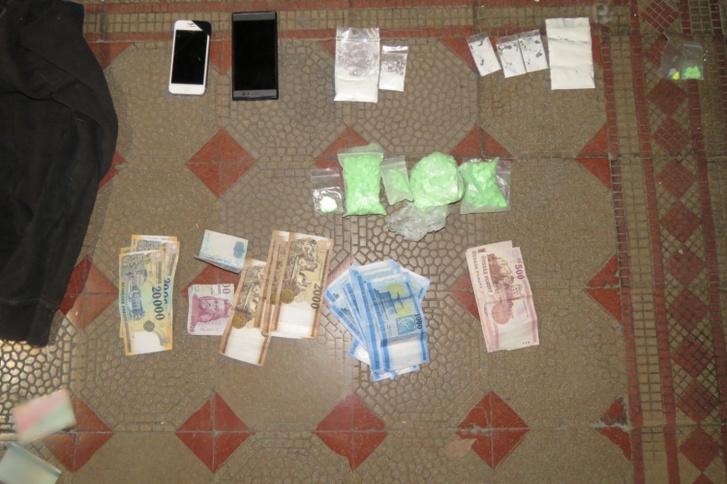 A rendőrségre egy IX. kerületi házibuliról érkezett bejelentés, a kiérkező járőrök végül két kábítószer-kereskedő elfogásával zárták az intézkedést.