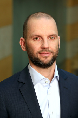 Jakab Ákos, a Raiffeisen Bank Vállalati és Befektetési Banki Üzletágának ügyvezető igazgató