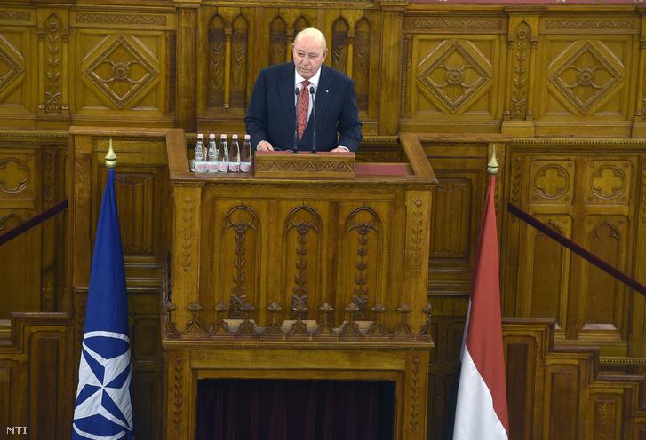 David Cornstein budapesti amerikai nagykövet előadást tart a Magyarország 20 éve a NATO-ban című konferencián az Országházban 2019. március 13-án