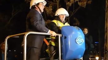 A polgármester személyesen vágta le fél Temesvárt az internetről