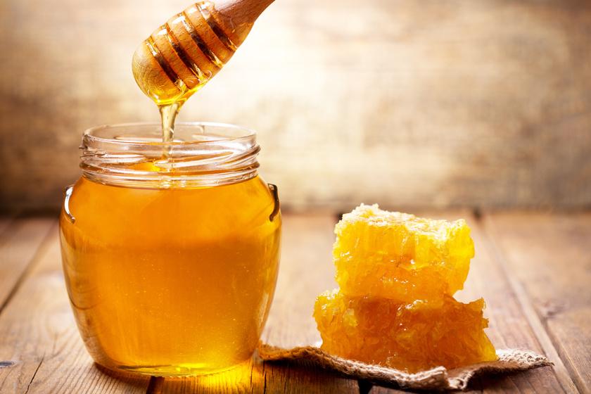 Mézet lehet fogyasztani terhesség és szoptatás alatt is, természetesen mértékkel, de kisbabáknak a botulizmus veszélye miatt egyéves kor alatt tilos adni. Fontos, hogy a mézet ellenőrzött hazai gyártóktól vagy őstermelőktől vegyék az érintettek, így sokkal kisebb a kockázata, hogy a méz fertőzött lesz.