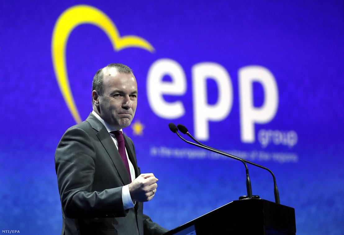 Manfred Weber, az Európai Néppárt (EPP) frakcióvezetője és csúcsjelöltje az európai parlamenti választásokon, beszédet mond a pártcsalád helyi és regionális vezetőinek értekezletén Bukarestben 2019. március 16-án.