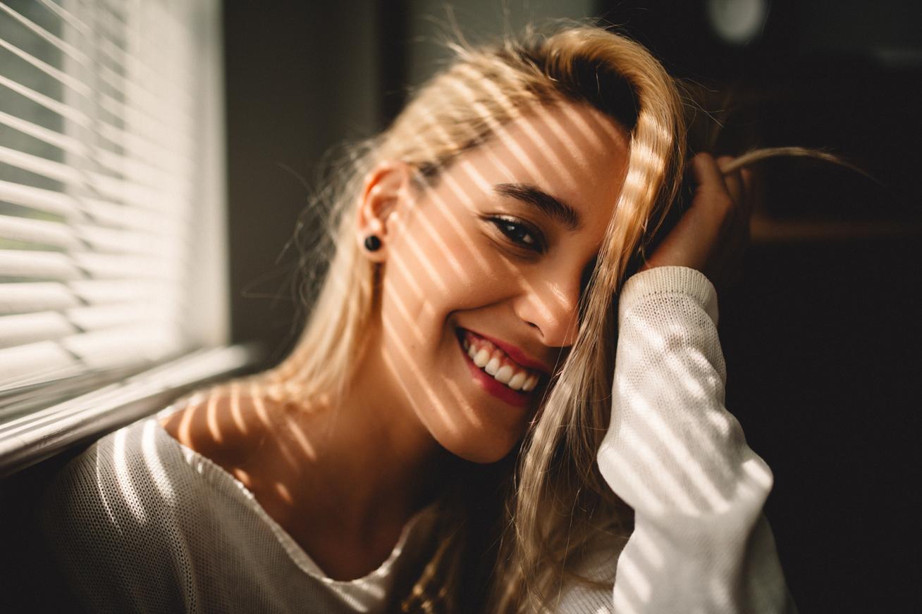 mosolygás nő mosoly jókedv (3)