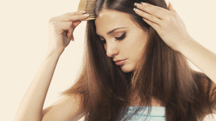 Miért hullik úgy a hajad? Mutatjuk a leggyakoribb okokat!