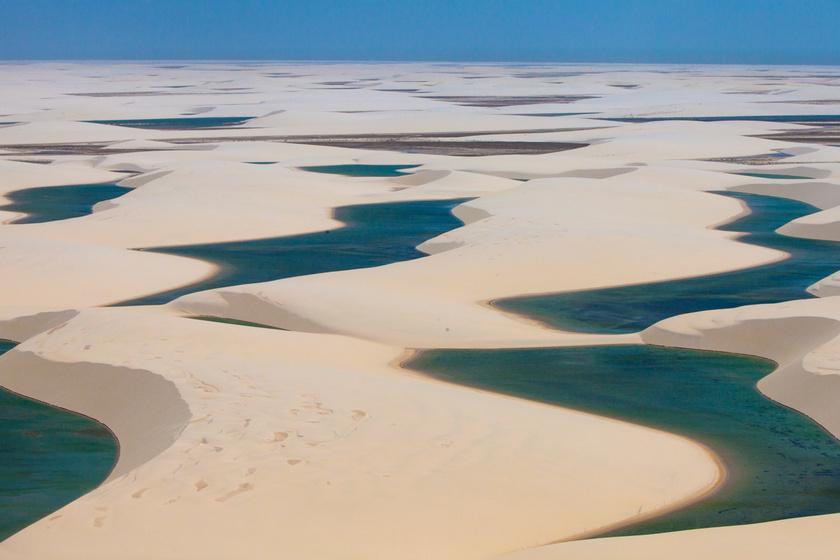 Gyönyörű türkizkék tavak sorakoznak a sivatagban: 10 természeti csoda, amitől eláll a lélegzeted
