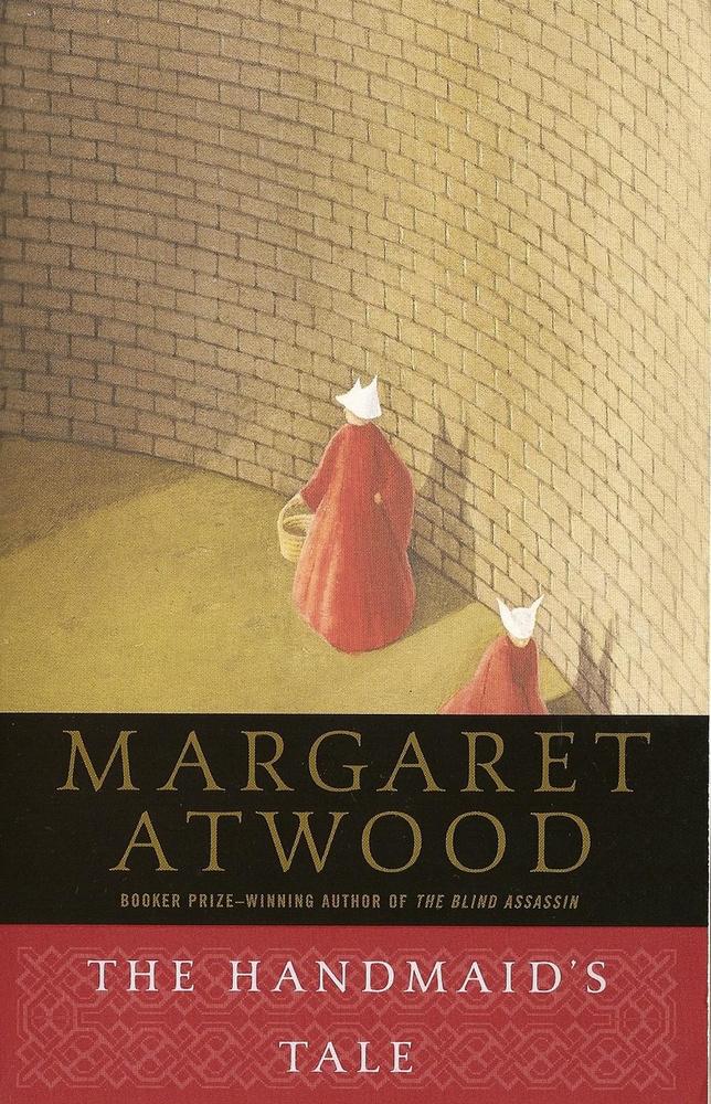 Margaret Atwood: A szolgálólány meséje.                         Egy orwelli ihletésű disztópia, mely egy jövőbeli, vallási fundamentalista államban játszódik, ahol a főhősnőt csupán azért tartják becsben, mert termékenysége az atomerőművek által okozott sugárszennyezést követően is megmaradt.                         A könyv 1985-ben került polcokra, számos díjat nyert, pár éve pedig a Netflix készített belőle sorozatot.