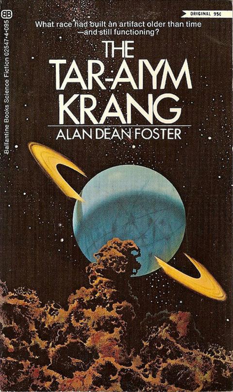 Alan Dean Foster: The Tar-Aiym Krang.                         A legendás sci-fi ponyvaregényíró (akinek köszönhetünk pár Star Wars- és Alien-regényt is) egyik első könyve, amelyben egy árva és egy tolvaj történetét követjük, akik egy halottól egy térképet lopnak el, amely egy furcsa idegen létformához vezeti őket egy elhagyatott bolygón.