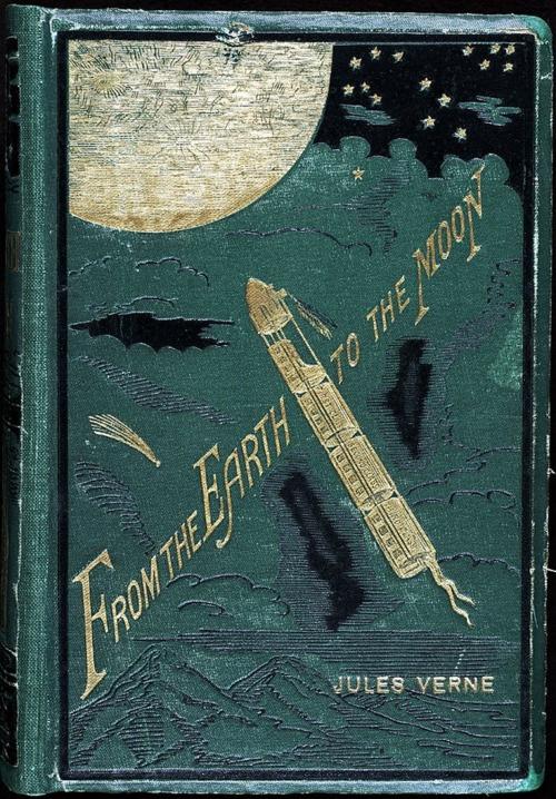 Jules Verne: Utazás a Holdba.                         Újra csak az álmodozó francia regényíró könyve van terítéken, ami korszakalkotó volt, nemcsak az irodalomban, de a filmművészetben is, hiszen George Méliès 1902-ben filmszalagra vitte Verne látomását.