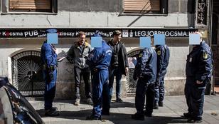 Elvittek a rendőrök két szimplást a Bulinegyedből