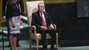 Az albán elnök önmagával is végez, ha ezzel megoldja a válságot