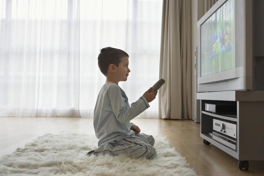 gyerek tévé tévézés gyerekkorban (2)