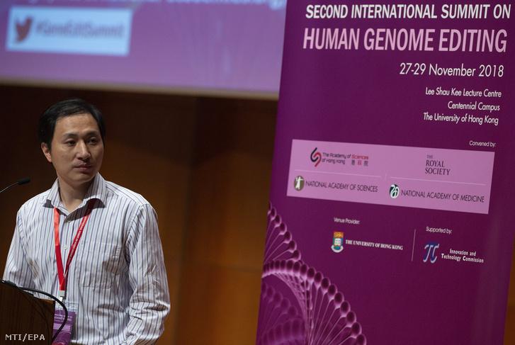 Ho Csian-kuj kínai kutató beszél az emberi génmódosításról szóló konferencián Hongkongban 2018. november 28-án