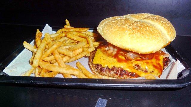 USA MUSTRA: Szemrevaló BBQ konyha egy menő kisvárosi klubban