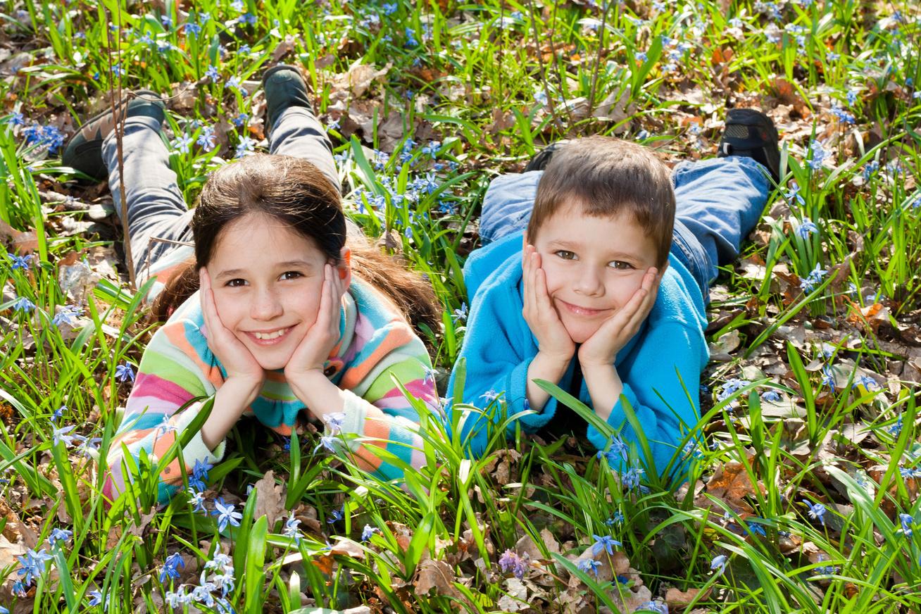 gyerekek-tavasz-kirandulas