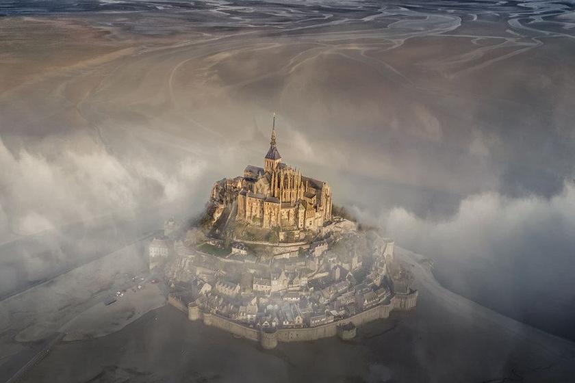 Drónt küldött a titokzatos kastély fölé a férfi: milliókat keresett a felvétellel