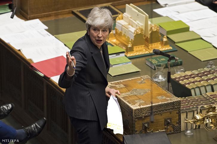 A brit parlament által közreadott kép Theresa May brit miniszterelnökről egy alsóházi vitán a brit parlamentben, Londonban 2019. március 20-án.