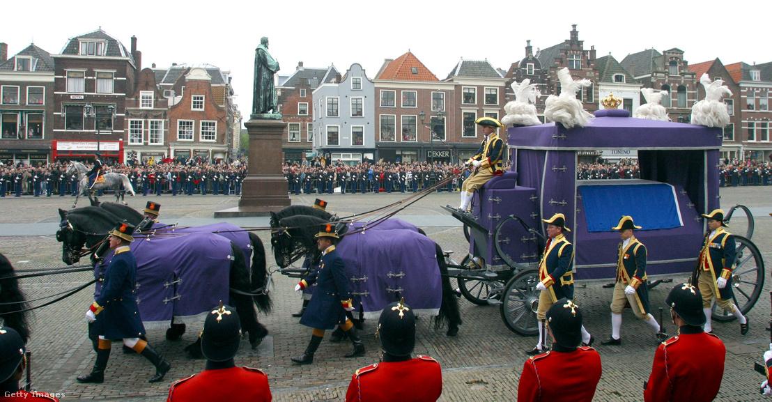 Holland királynő férjének, Claus hercegnek a temetése 2002. október 15-én, Delftben, ahol állítása szerint Peter B. is dolgozott