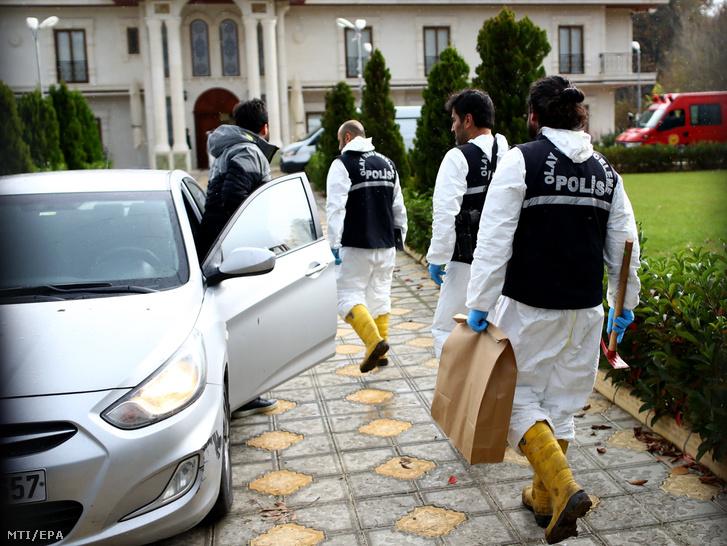 Török rendõrök átvizsgálnak egy villát a szaúdi ellenzéki újságíró Dzsamál Hasogdzsi meggyilkolásának nyomai után kutatva a Márvány-tenger partján fekvõ Jalova város külterületén 2018. november 26-án