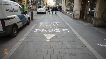 Hét órát voltak magánzárkában, miután felfújták az utcára, hogy itt minden drog kamu