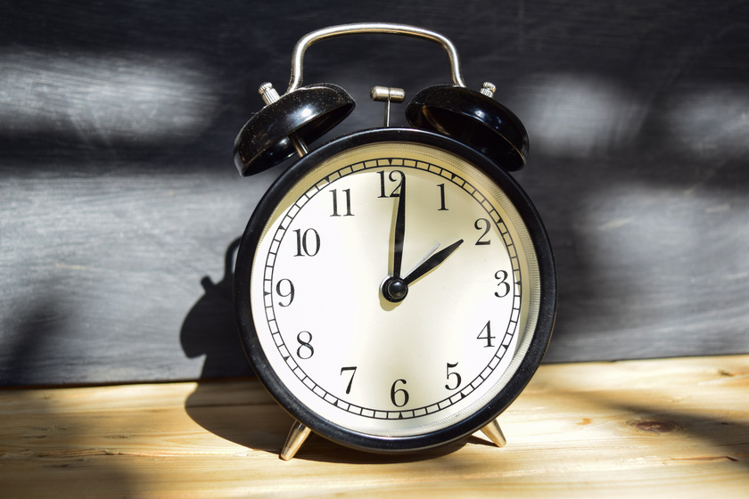 Mikor lesz a következő óraátállítás? Most előre- vagy visszatoljuk a mutatót?