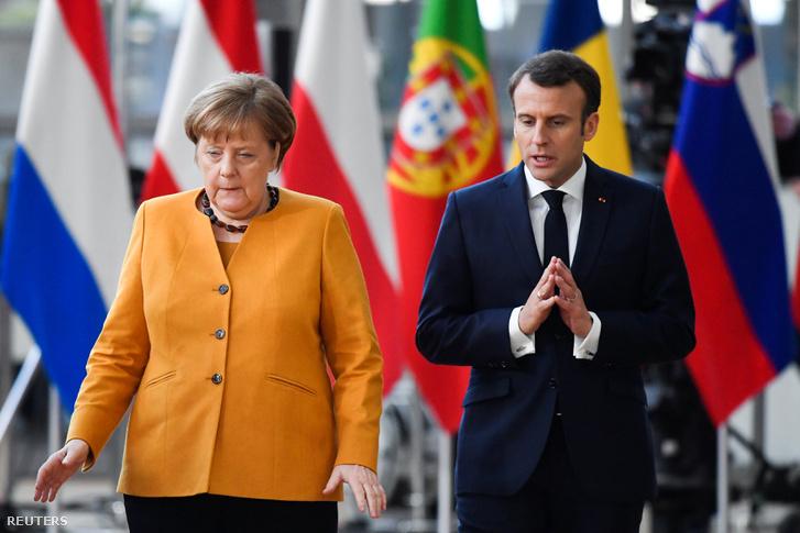 Angela Merkel és Emmanuel Macron érkeznek az EU-s csúcstalálkozóra 2019. március 22-én