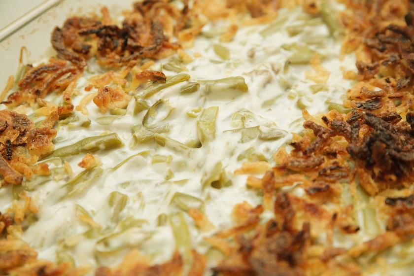 Szaftos rakott zöldbab: sok tejföllel és sajttal az igazi