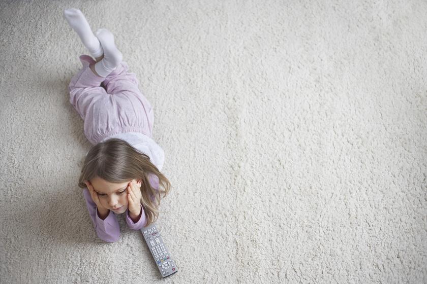 gyerek tévé tévézés gyerekkorban (1)