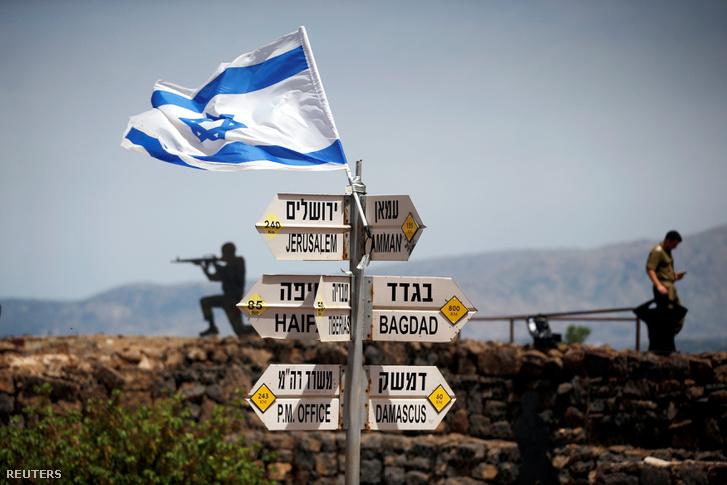 Fémből kivágott izraeli katonafigurák a Golán-fennsíkon