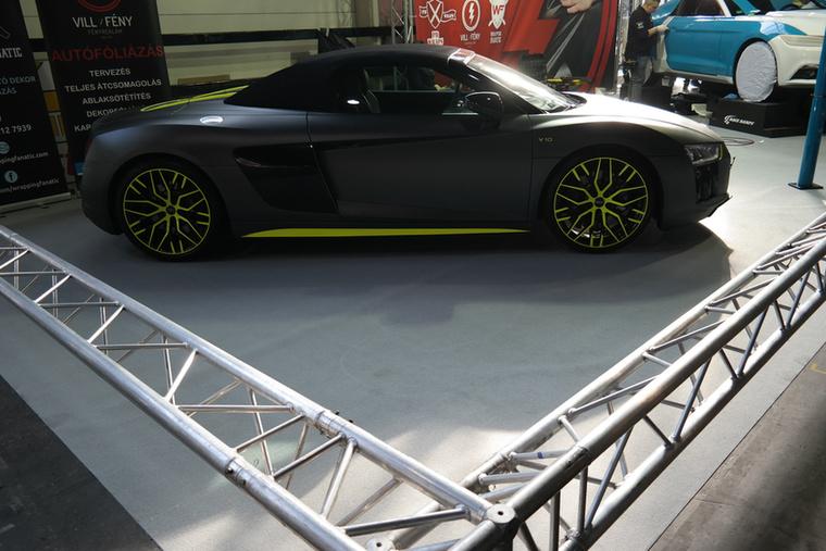 Elég jól áll a fóliának az Audi R8