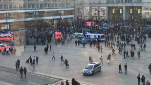 Két német Youtube-sztár követői kezdtek tömegverekedésbe az Alexanderplatzon