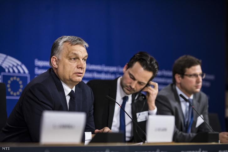 Orbán Viktor miniszterelnök sajtótájékoztatót tart az Európai Néppárt politikai közgyűlése után az Európai Parlament épületében, 2019. március 20-án.