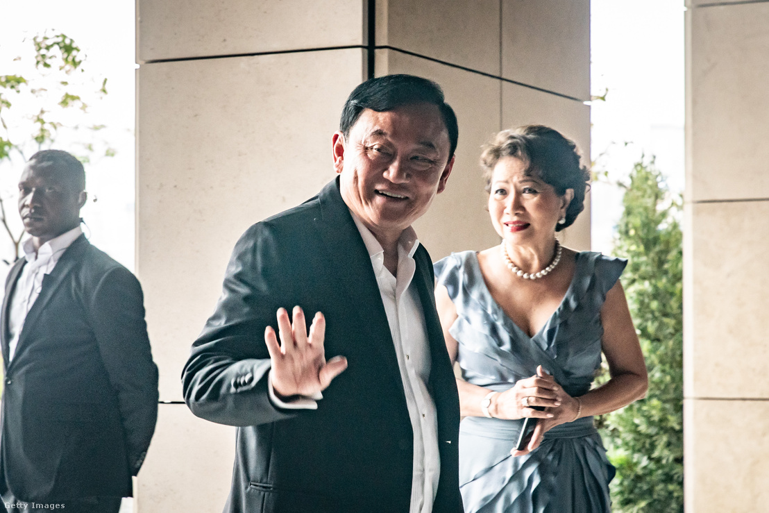 Thakszin Sinavatra, egykori thai miniszterelnök érkezik legfiatalabb lánya, Paetongtarn Sinavatra esküvőjére, Hongkongban 2019. március 22-én