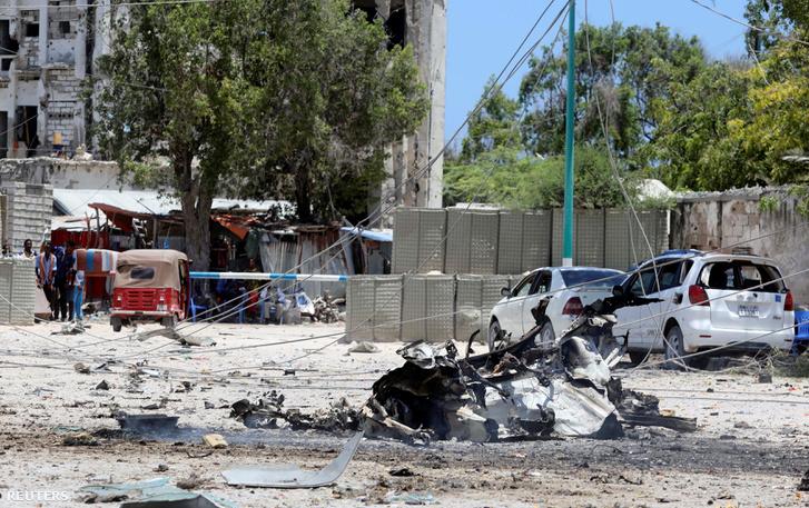 Öngyilkos merénylő robbantotta fel Mogadishuban, a munkaügyi minisztérium épületén