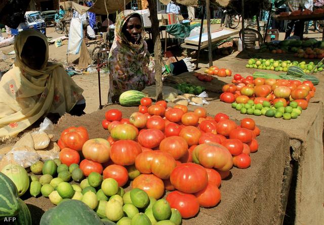 Piaci kofák Omdurman piacán, Khartoumtól északkeletre