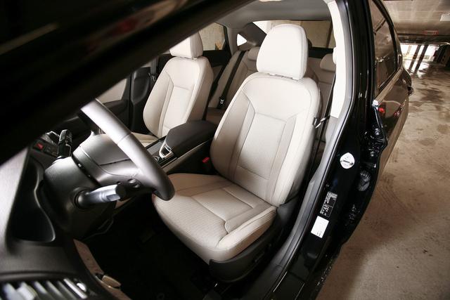Elöl egész kényelmes a Hyundai, kár, hogy a hátsó üléssor büntetően rossz