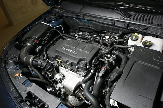 Itt lapul a kis egynégyes Opel-motor