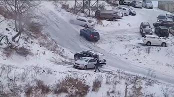 Van az a jeges lejtő, amivel az orosz autósok se bírnak el