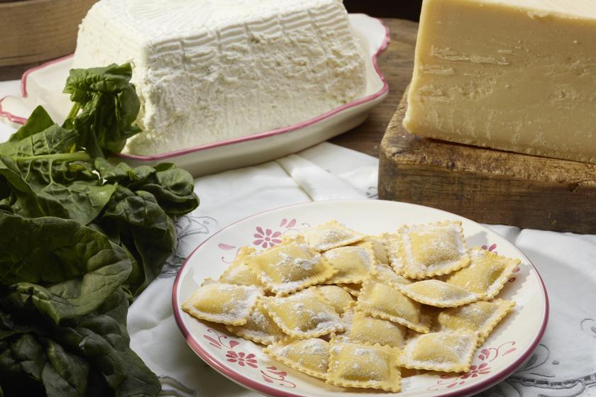 Spenóttal töltött ravioli: a tésztát sem nehéz elkészíteni