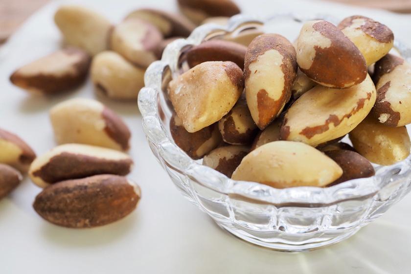 A paradió vagy brazildió értékes zsírsavakat tartalmaz, de magas szeléntartalma miatt napi egy-két darabot ajánlott fogyasztani belőle.