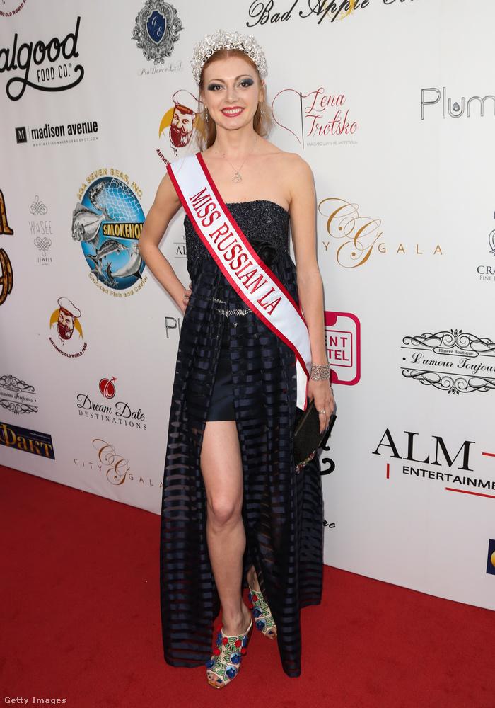 Katherine Pegova egy színésznő, és ő lett egyben a szépségkirálynő is ezen az estén